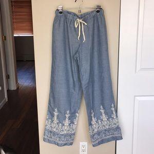 Super cute, wide leg pant.